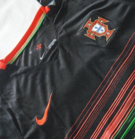 Футбольная форма сборной Португалии (гостевая)
