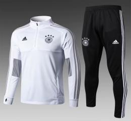 Футбольный костюм сборной Германии - белый